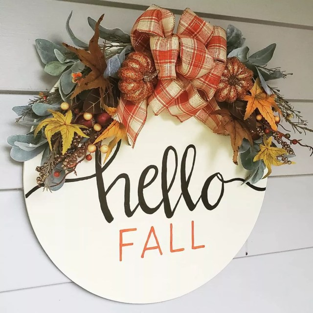 Door Hanger with Hello Fall On It. Photo by Instagram user @heresyoursign.sward