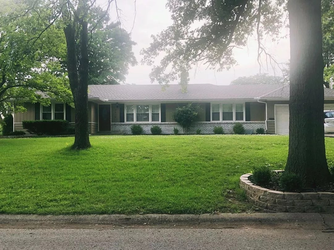 Ranch Style Home with Large Front Yard in Lea Manor. Photo by Instagram user @devonlfallon