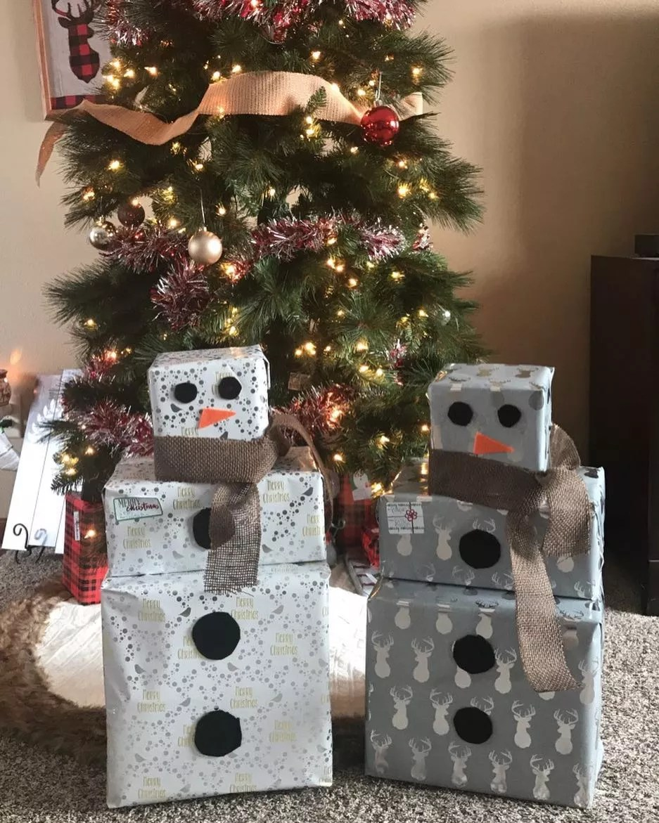 Wrapped Gifts Made to Look like Snowmen. Photo by Instagram user @kristinlindstrom1