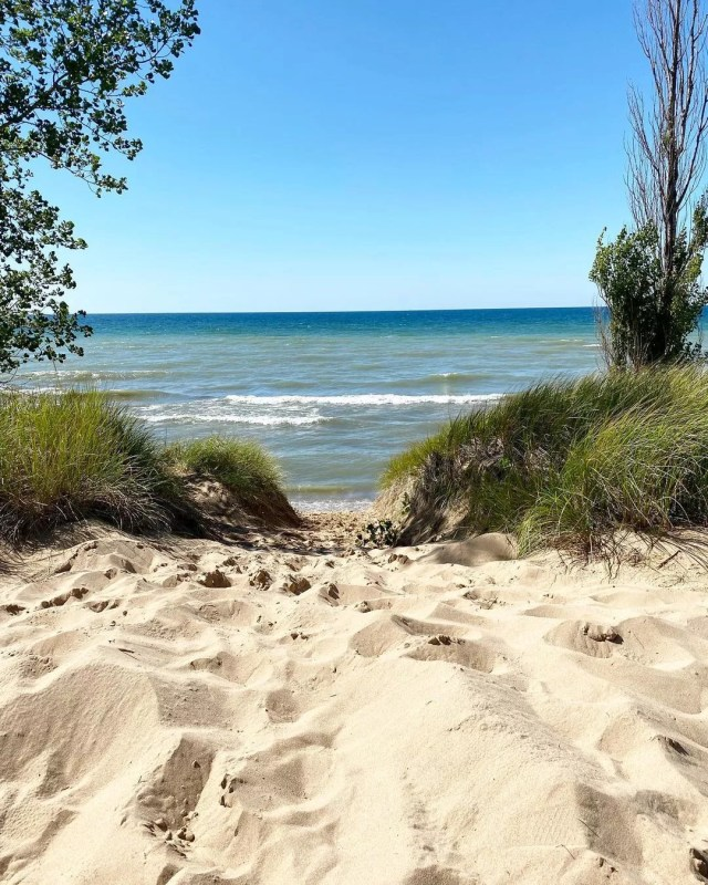 View over Oval Beach in Michigan. Photo by Instagram user @katpixels