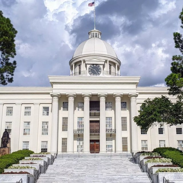 The Alabama Capitol Building in Montgomery, AL. Photo by Instagram User @roadtripsandrollercoasters