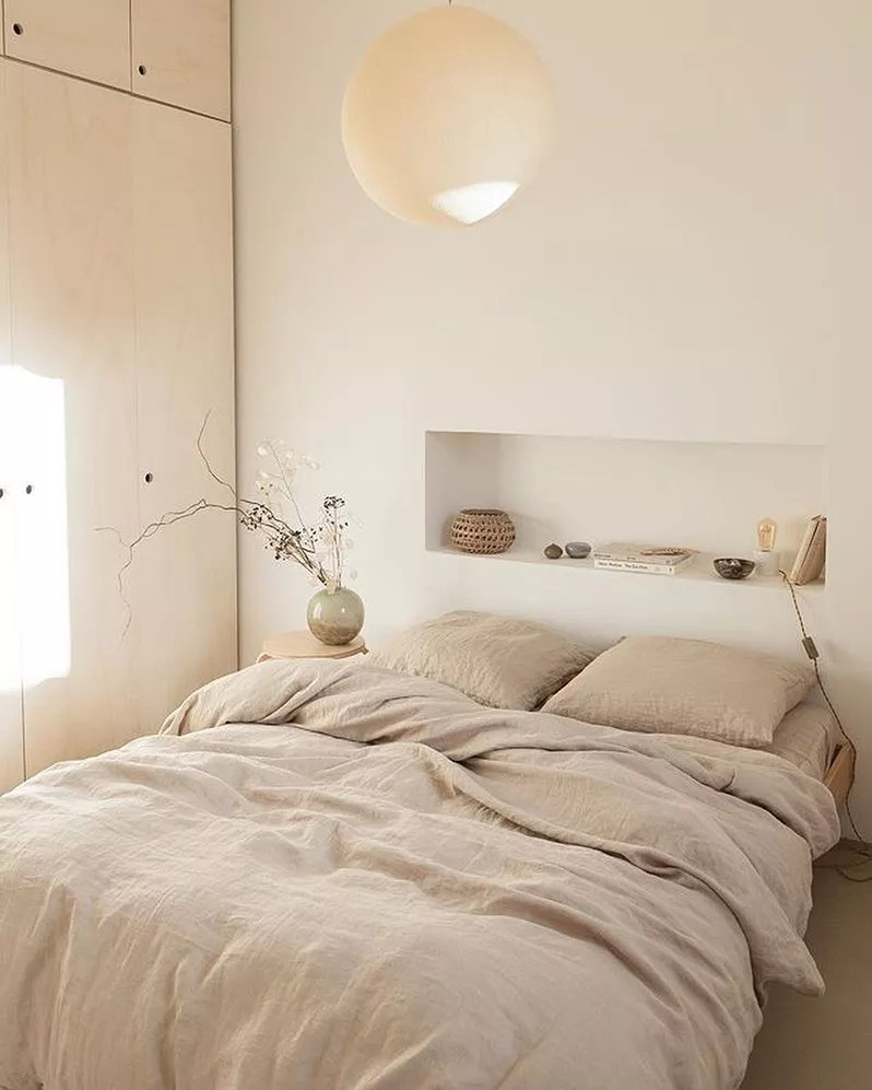 Minimalist designed bedroom with light earth tone walls and bedding. Photo by Instagram user @kamelya_blusm