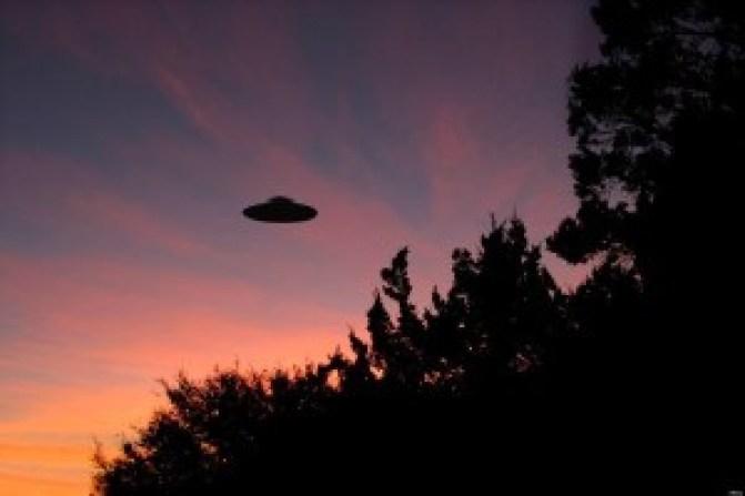 BASSETT È CONVINTO CHE LA VERITÀ SUGLI UFO SIA TENUTA SEGRETA