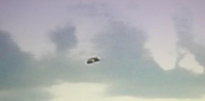 UN UFO SOPRA UN CAMPO AD AVEBURY?