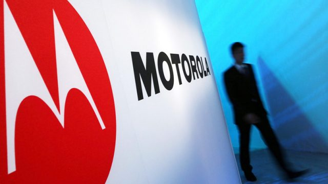 Leaked Motorola Razr Images Show Unique Form Factor, Foldable Design 1
