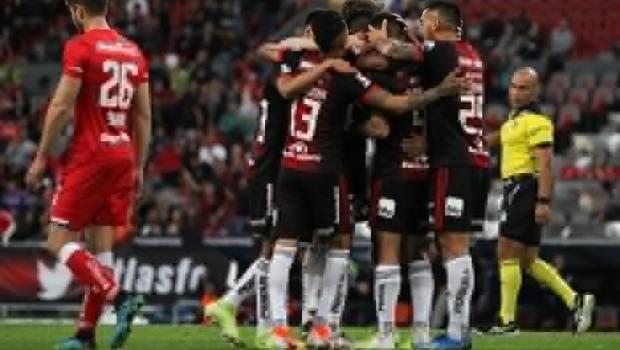 Sin gritos homofóbicos y lapsos de buen futbol, Atlas le pegó primero al Toluca en la Copa MX