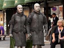 Actors as aliens outside Harrods