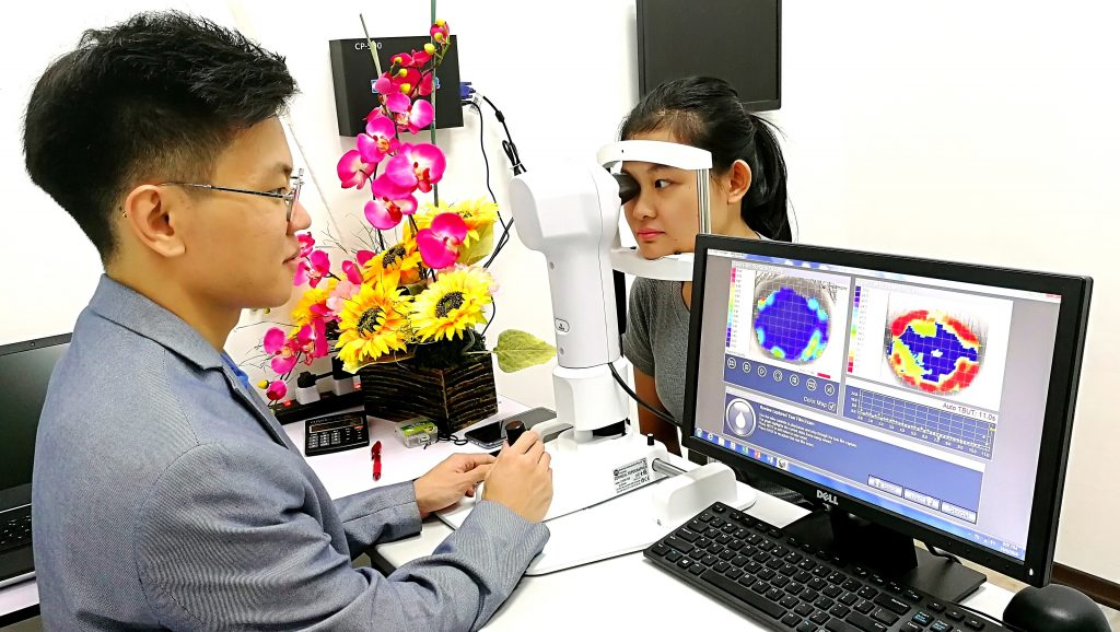 EYEPLUS OPTOMETRIST DRY EYE EXAMINATION PENANG
