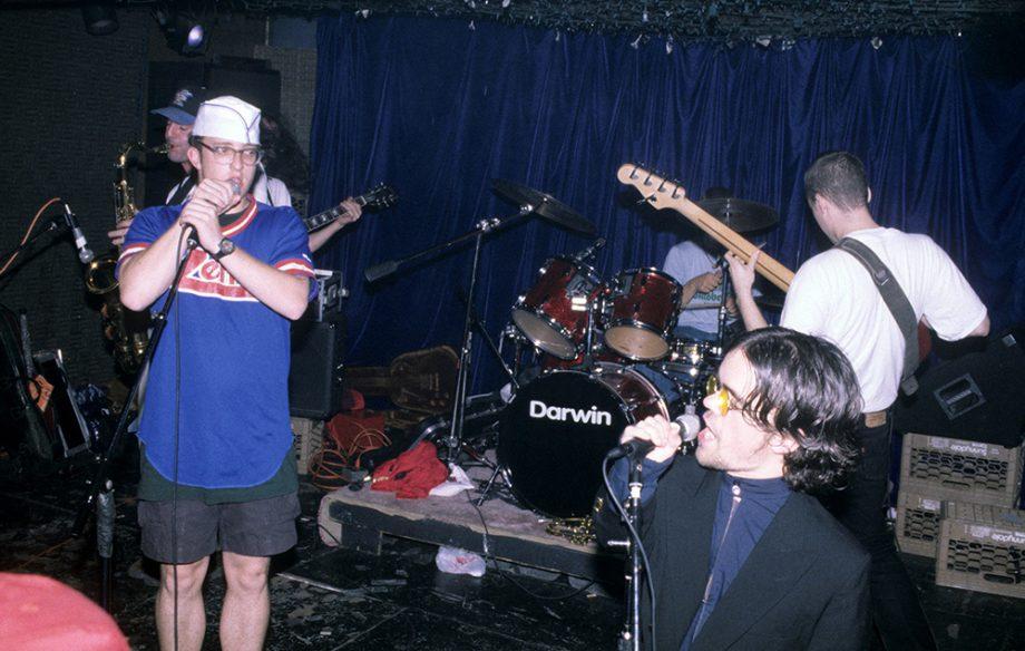 peter-dinklage-de-game-of-thrones-fue-vocalista-de-una-banda-punk-noticias-sin-categoria