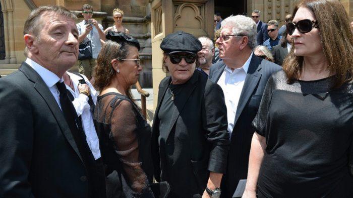 acdc-se-despide-de-malcolm-young-en-su-funeral-desde-sidney-noticias-sin-categoria