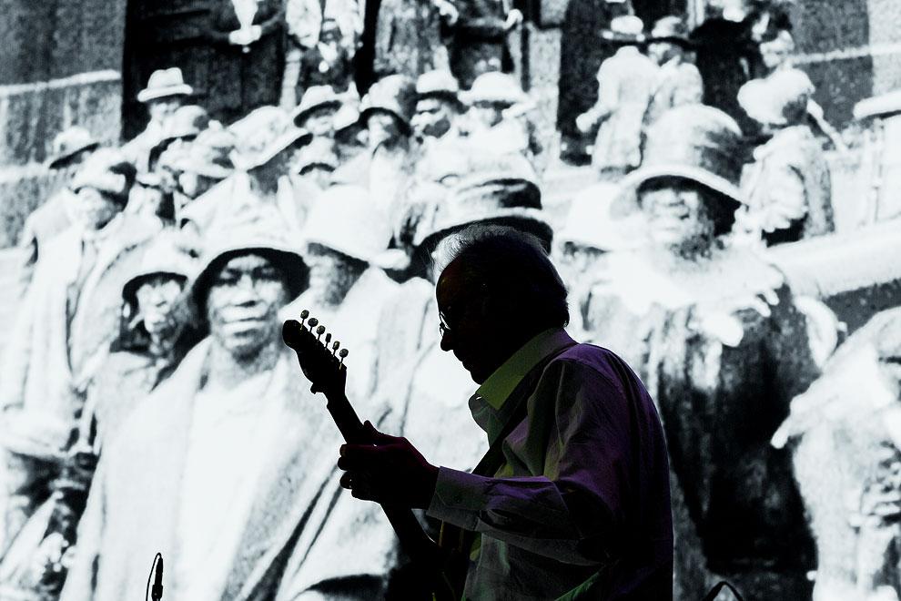 Seattle Photographer Daniel Sheehan shoots jazz musician  Bill Frisell performing in Seattle