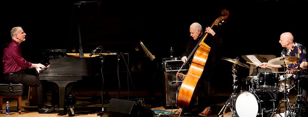 Resultado de imagen para Gary Peacock junto a su Now This Trio