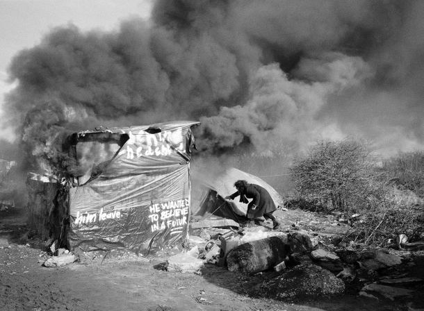 """Calais, """"La Jungle"""" - house burning during dismantling of the southern district…"""