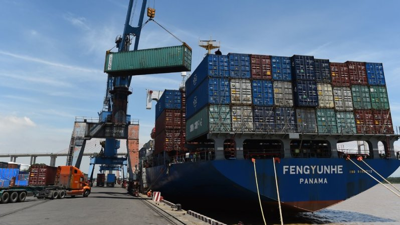 U.S. Trade Deficit Shrinks, but Not Because Factories Are Returning