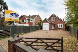 Hambledon Road, Waterlooville, Hants, PO7 6UT