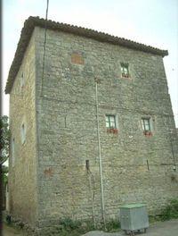 Dos casas-torre en Arrastaria