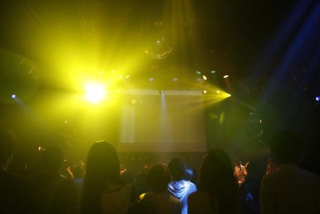 <和歌のライブはお笑いだった>