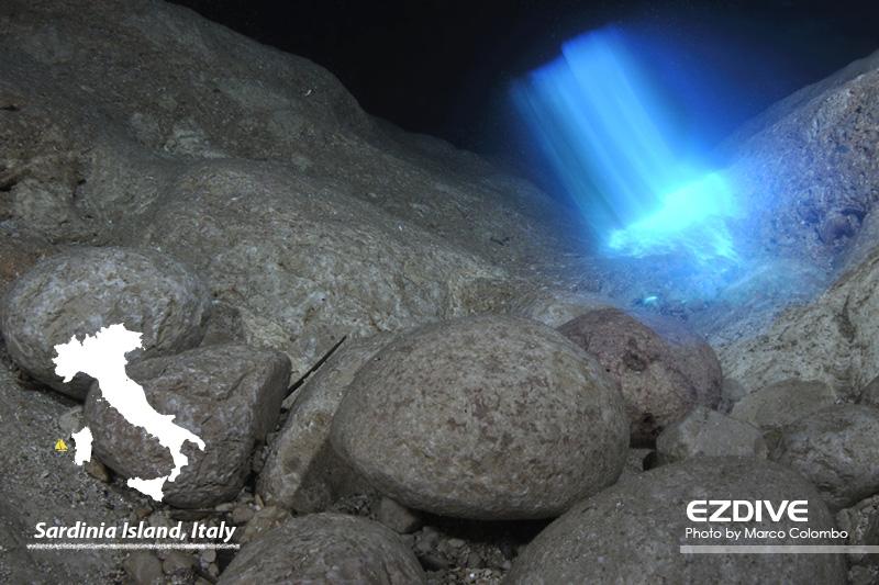 野外洞穴:撒丁岛的水下奇迹