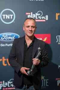Javier Gutierrez gana el premio del publico premios platino por la Isla Minima