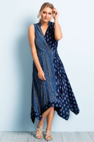 Plus size clothing dresses: This Sara Dress is the perfect fusion of an original print and stylish design.