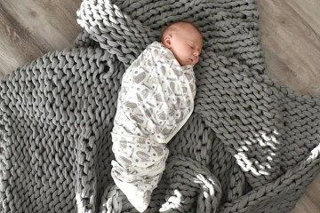 @justamamaandherboys shares a picture on Instagram of her new arrival featuring the Everest Throw.