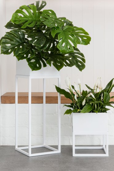 White Indoor House Plant Holder (Style 151086)