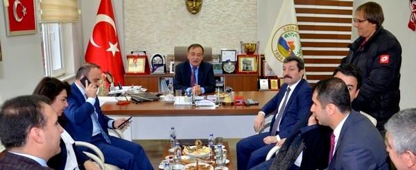 Bülent Turan muhtar Özkan'ın talebini Bakan Kasapoğlu'na iletti