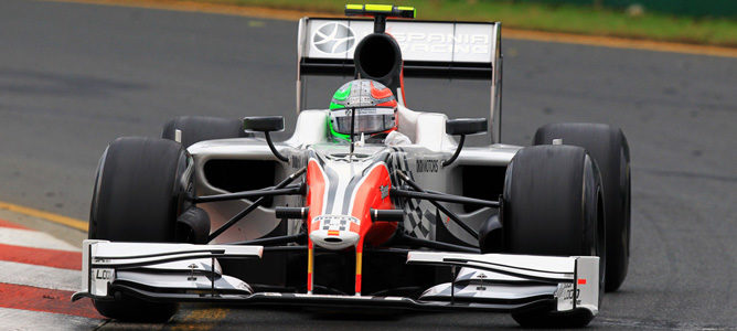 Liuzzi rodando con el Hispania F111 en Australia, con el antiguo alerón