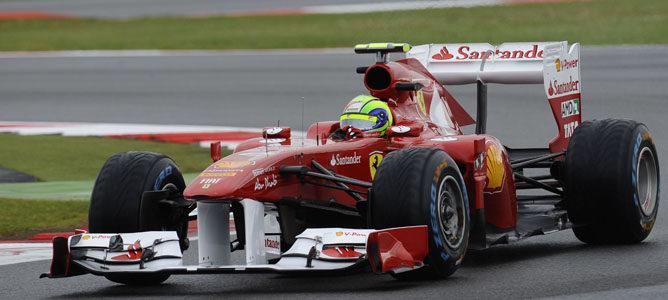 Massa rodando en los Libres 2 de Silverstone