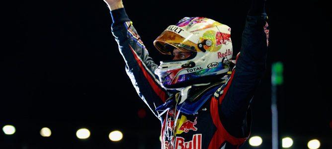 Vettel celebrando su victoria en Marina Bay