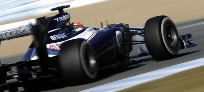 Maldonado rodando en los test de Barcelona