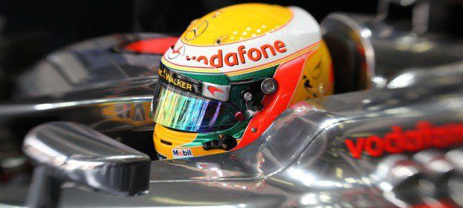 Hamilton dentro de su MP4-27
