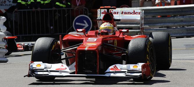 Alonso rodando en la pista del circuito de Mónaco