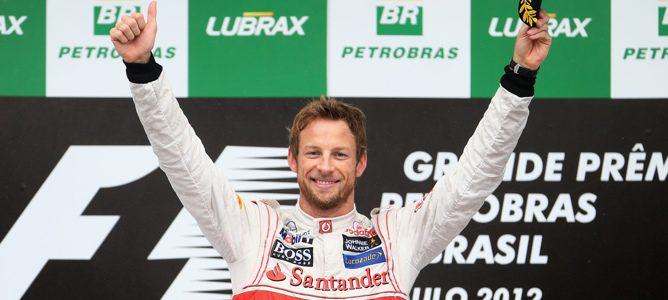 Button en el podio