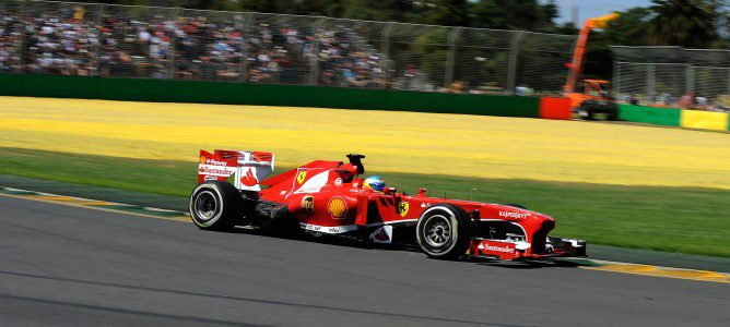 Fernando Alonso en sus primeros metros en el circuito de Albert Park