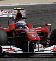 GP Bahrain: Alonso vince al debutto in Ferrari, doppietta rossa