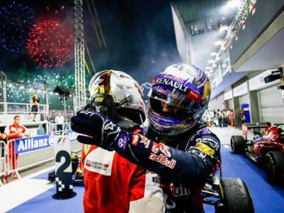Crépuscule italien sur la nuit noire de Mercedes à Singapour
