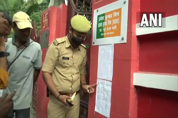 UP Police once again pasted notice at Ashish Mishra's house