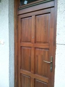 8 kazettás bejárati ajtó