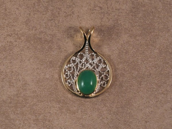18k Yellow Gold and Sterling Silver Filigree Pendant, set with Chrysoprase Cabochon