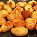 Crispy Coated Roast Potatoes - made with a savoury semolina coating! #potatoes #RoastPotatoes #Spuds #roast #RoastPotatoeRecipes #vegetables #vegetablerecipes #sidedish #ThanksGivingRecipe #ChristmasSideDish #SundayRoast #CrispyPotatoes #savourycoating #semolina #semolinarecipes