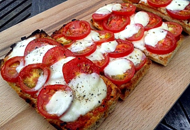Pizza, vegetarian, quick, pesto, lunch, easy,
