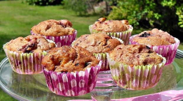 Blackberry, Apple & Speculaas Muffins, healthy, nutritious, 5-a-day, snack, packed lunch, high fibre, vegetarian