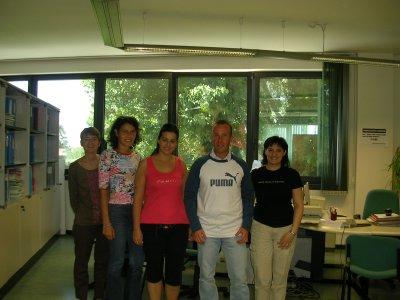 Fable ed alcune colleghe con la maglietta che ha ricevuto in regalo ;)