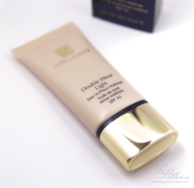 Estee Lauder Double Wear Light Foundation Review, Swatches and Photos