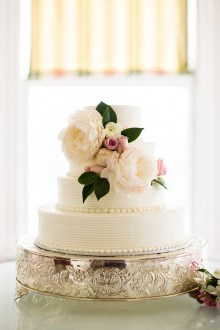 Wedding cake with peony and flowers   white wedding cake with peony #peony #weddingcake #whiteweddingcake