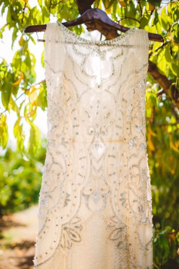Jenny Packham wedding gown - wedding in The Peach Orchard | Photography : marymargaretsmith.com | https://www.fabmood.com/a-cozy-fall-wedding-in-the-peach-orchard #peach #fallwedding