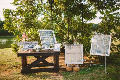 Wedding decoration in The Peach Orchard | Photography : marymargaretsmith.com | https://www.fabmood.com/a-cozy-fall-wedding-in-the-peach-orchard #peach #fallwedding