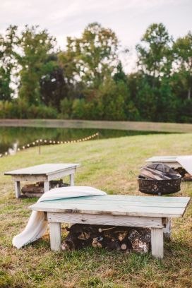 A Cozy Fall Wedding Decor in The Peach Orchard | Photography : marymargaretsmith.com | https://www.fabmood.com/a-cozy-fall-wedding-in-the-peach-orchard #peach #fallwedding