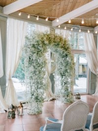 Baby's Breath - Winter wedding ceremony decoration | Light Blue Winter Wedding Read more Real Winter Weddings | fabmood.com #winterwedding